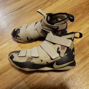 Men's Nike Lebron Camo Shoes size 8.5... $90 for Sale in Nashville, TN