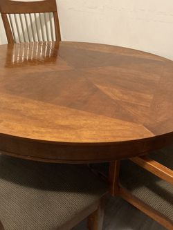 5 Pieces Dining table Set Delivery available for Sale in Los Angeles,  CA