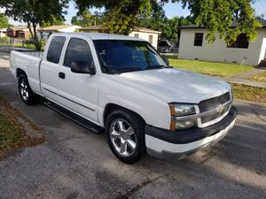 Chevy silverado 2004 for Sale in Miami, FL
