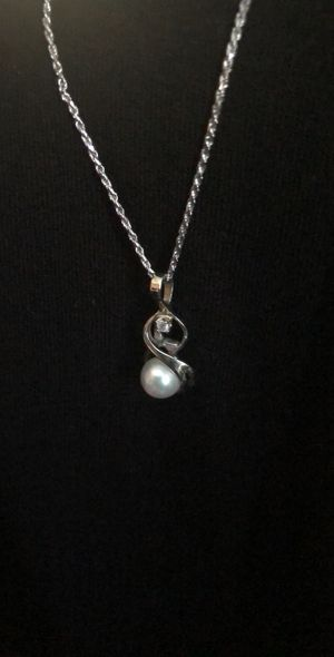 White gold necklace with pearl/diamond charm for Sale in Riverside, CA