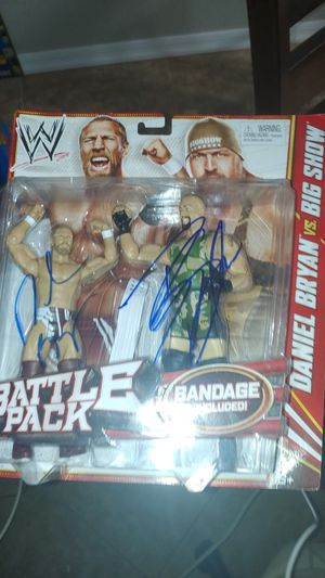 Big Show Daniel Bryan autographed signed WWE Mattel Battle Pack for Sale in Mesa, AZ