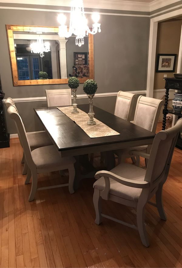 Dining Room Table and 6 chairs