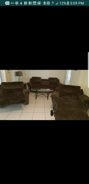 Huge over sized electrical chocolate color couch. for Sale in Tampa, FL