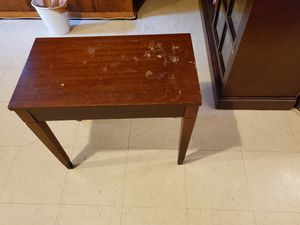 End table for Sale in Takoma Park, MD