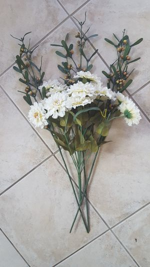 FAKE FLOWER BOUQUET for Sale in Escondido, CA