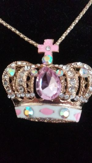 Necklace, Crown, 20$ for Sale in Jurupa Valley, CA