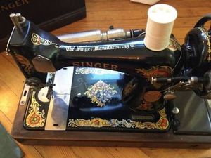 Antique 1910 Singer sewing machine for Sale in Miami, FL