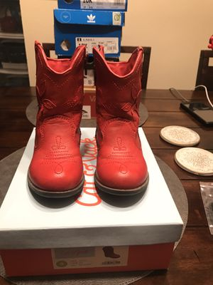 Girl boots ( Pick up only ) for Sale in Ceres, CA