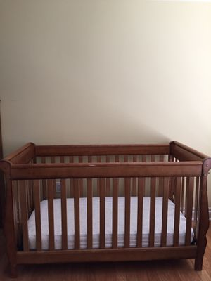 Brown baby crib with mattress for Sale in Port St. Lucie, FL