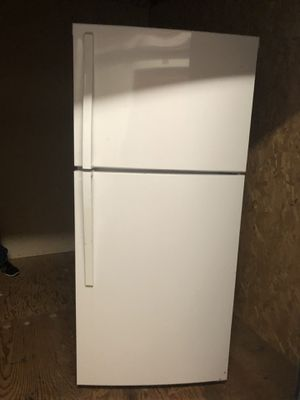 Whirlpool refrigerator with free local delivery for Sale in Hawthorne, CA