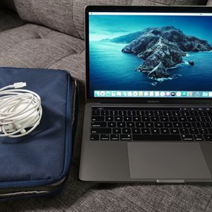 """2019 MacBook Pro 13.3"""" BUNDLE! *SHIPPING ONLY* for Sale in Stonecrest, GA"""