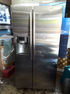 SAMSUNG STAINLESS STEEL REFRIGERATER for Sale in San Antonio, TX