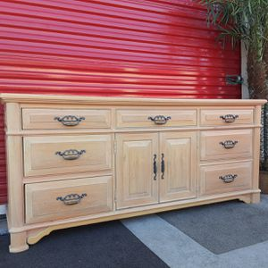 Thomasville Solid Wood Dresser for Sale in Fort Lauderdale, FL