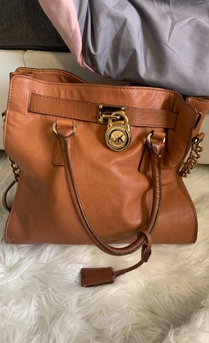 Micheal Kors Tote with Shoulder Strap + dust bag for Sale in Anaheim, CA