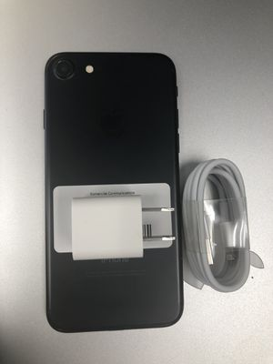 Factory unlocked apple iphone 7 32 gb, sold with warranty for Sale in Boston, MA
