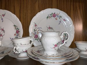 China Dish set service for 8 for Sale in Fresno, CA