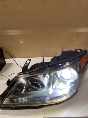 2005-2008 ACURA RL Left Driver Side HID XENON HEADLIGHT HEAD LAMP for Sale in Burbank, CA