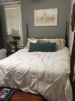 Beautiful queen bed frame! for Sale in Denver, CO