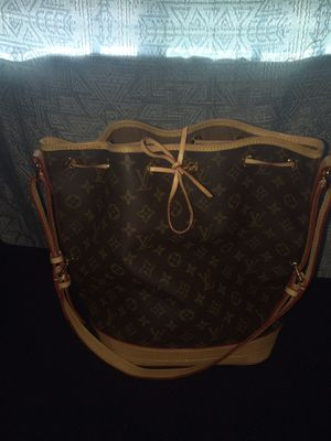 Louis Vuitton bucket bag for Sale in Vancouver, WA