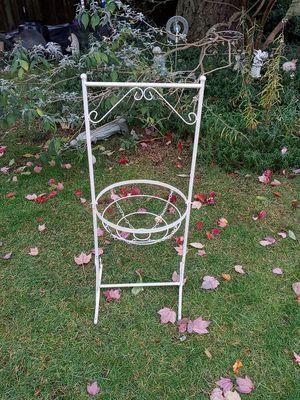 White Plan3 Stand/Swinging Pot Holder for Sale in Everett, WA