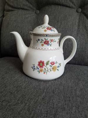EXCELLENT Royal Doulton Kingswood China Teapot Cute Rare Pretty Nice for Sale in Aurora, OR