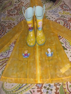 Disney frozen raincoat and boots for Sale in Cleveland, OH