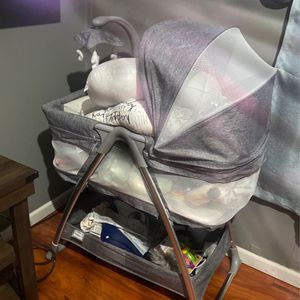 Bassinet for Sale in Chicago, IL