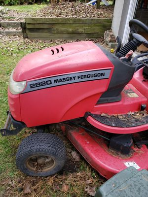 Simplicity Massey Ferguson 2820 lawn tractor for Sale in Schenectady, NY