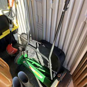 Scott Push Lawn Mower With Grass Catcher for Sale in Bakersfield, CA
