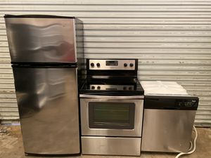 Whirlpool stainless appliances 3-p. for Sale in Cumming, GA