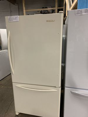 KITCHEN AID BOTTOM FREEZER REFRIGERATOR 33'W WORKING PERFECTLY DELIVERY AVAILABLE for Sale in Baltimore, MD