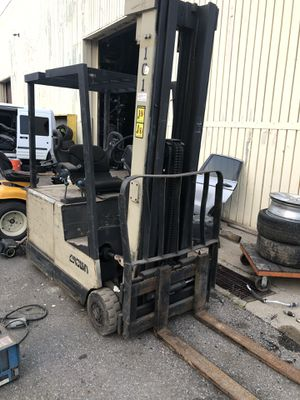 Crown forlift 35sctt -226 electric need a battery for Sale in Detroit, MI