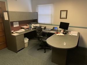 3 Omni pacific work stations. Also 4 client chairs for Sale in Chula Vista, CA