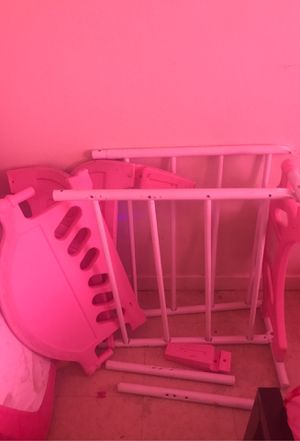 Pink toddler bed for Sale in Las Vegas, NV