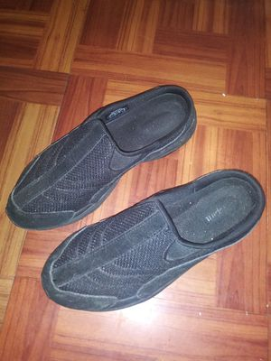 Womens Slip On Shoes For 1.00 ! for Sale in Kearneysville, WV