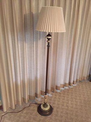 VINTAGE FLOOR LAMP for Sale in St. Louis, MO