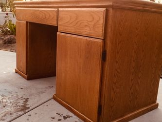 """Study and durable desk , Dimensions:length 58"""" depth25"""" height 31 """" for Sale in Garden Grove,  CA"""
