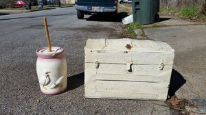 Butter churn & old chest for Sale in Memphis, TN