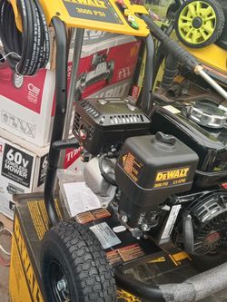 DEWALT 3600 PSI at 2.5 GPM Honda GX200 with AAA Triplex Pump Cold Water Professional Gas Pressure Washer for Sale in Gardena,  CA