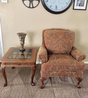 Beautiful Havertys accent chair and side table , both in excellent rarely used condition Price is for both. for Sale in Murphy, TX