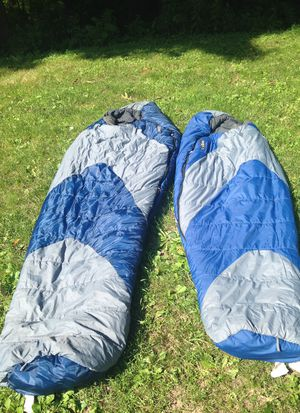 2 sleeping bags for Sale in Green Bay, WI