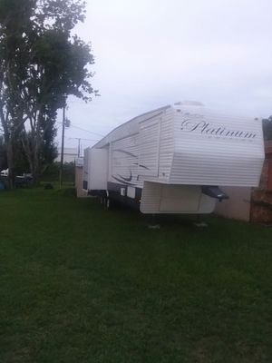 43 ft Monte Carlo platinum fifth wheel for Sale in Edgewater, FL