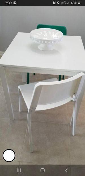 Dinning table for Sale in Fort Lauderdale, FL