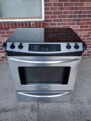 Electric stainless steel stove good working conditions for Sale in Wheat Ridge, CO