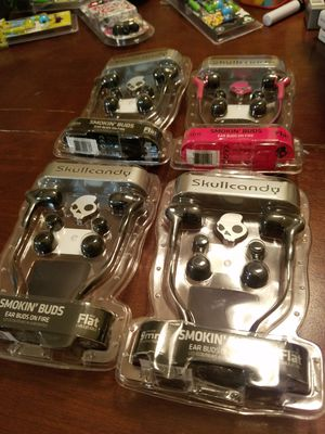 Lot of 4 skullcandy earbuds headphones new for Sale in Clermont, FL