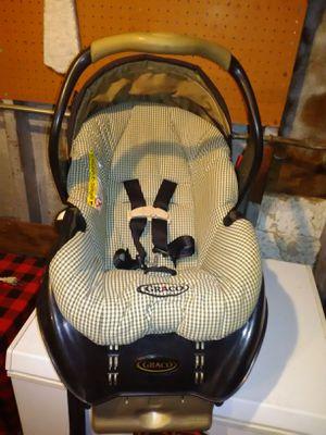 Graco baby car seat for Sale in Oak Lawn, IL