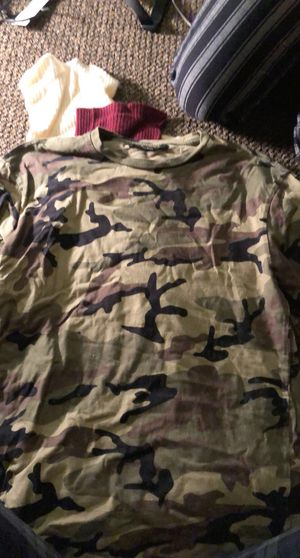 medium camo shirt for Sale in Las Vegas, NV