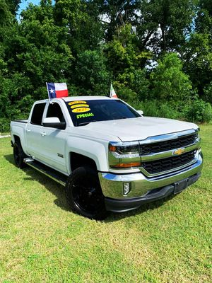 Chevy Silverado Texas 2017//Down 4990 or a trade in//not parting out for Sale in Houston, TX