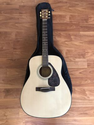 Yamaha F-335 Full Size Acoustic Guitar for Sale in Union City, CA