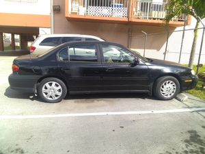 MALIBÚ CLASIC 2001. Everything is working electric windows AC full for Sale in Hialeah, FL
